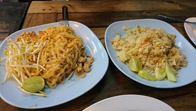 タイ風焼きそばとカニチャーハン
