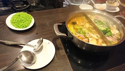 タイスキ(トムヤンクン鍋と野菜鍋)